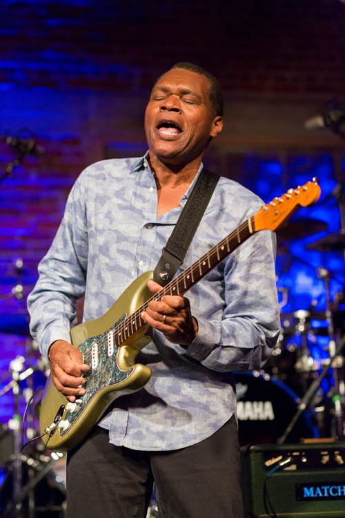 Robert Cray photo James-L. Bass