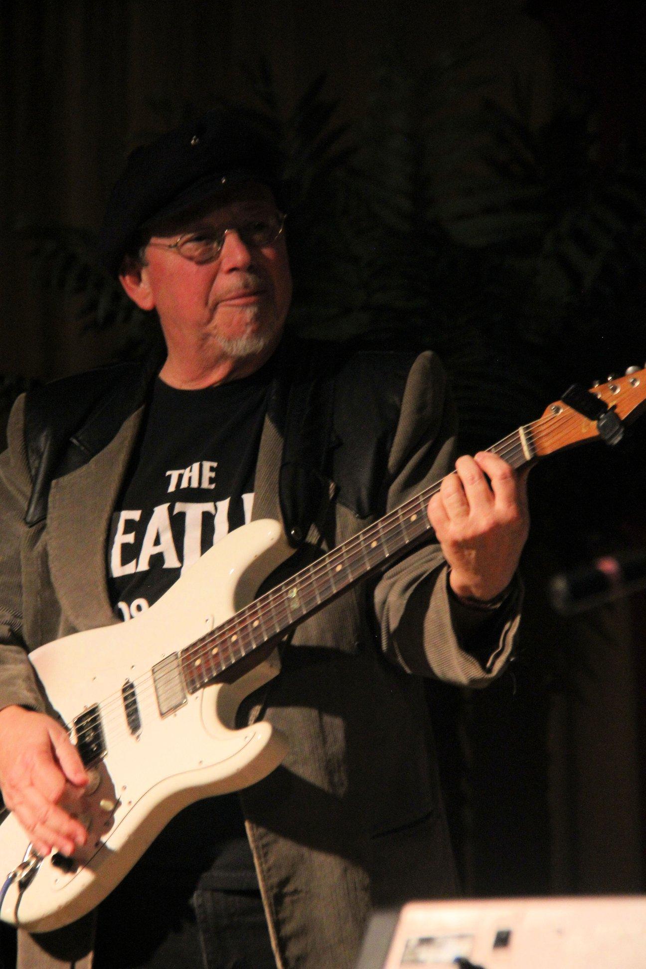 Lloyd Jones celebrates Long Lost Live Recording
