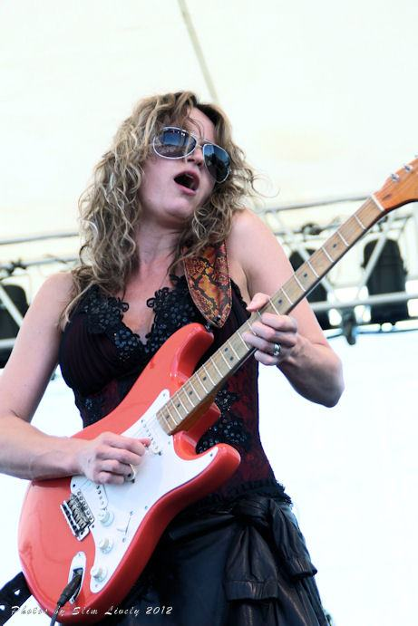 Ana Popovic – Guitar Slinger
